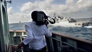 Spanish Warship sails along side HMCS Toronto